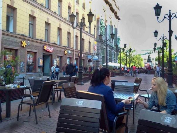 В ЗакСе пообещали затянуть принятие закона о легализации летних кафе