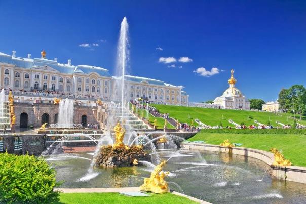 В этом году вход в Большой Петергофский дворец сделают с 8 утра