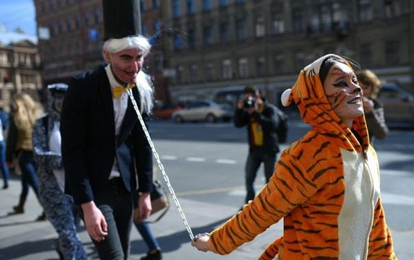 Зоозащитники в костюмах тигров выступили на Невском проспекте за цирк без животных