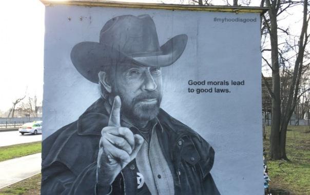 В Петербурге появилось самое крутое граффити с Чаком Норрисом