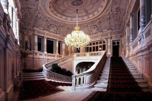 В Петербурге запустят бесплатные экскурсии по закрытым дворцам и памятникам