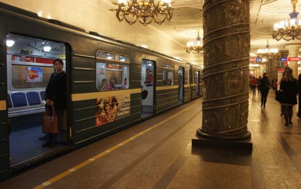 В ночь на 1 и 2 мая метро в Петербурге будет работать без перерыва