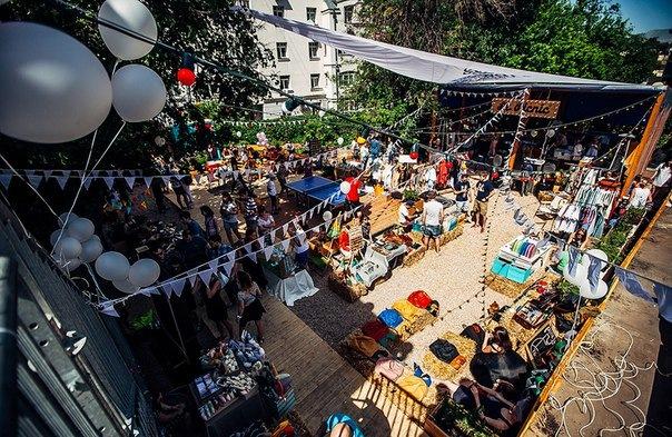 Во дворе на Конюшенной площади откроют танцплощадку для летних вечеринок