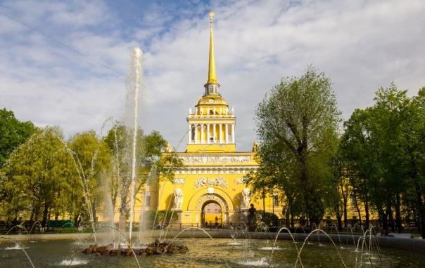 Пасхальный крестный ход в Петербурге пройдет вокруг Адмиралтейства
