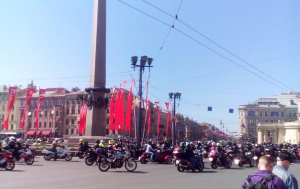 Мотопробег парализовал движение в центре Петербурга