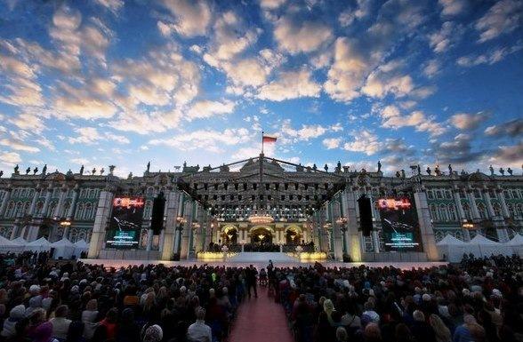 На Дворцовой площади появится бесплатный кинотеатр под открытым небом