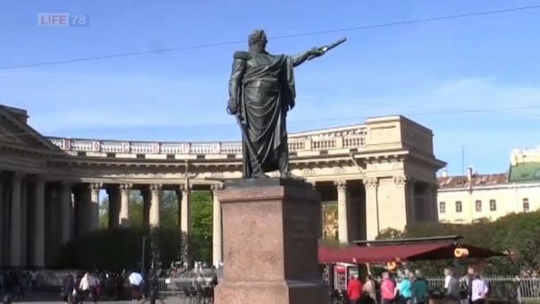 В Петербурге вандалы отломали шпагу от памятника Кутузову