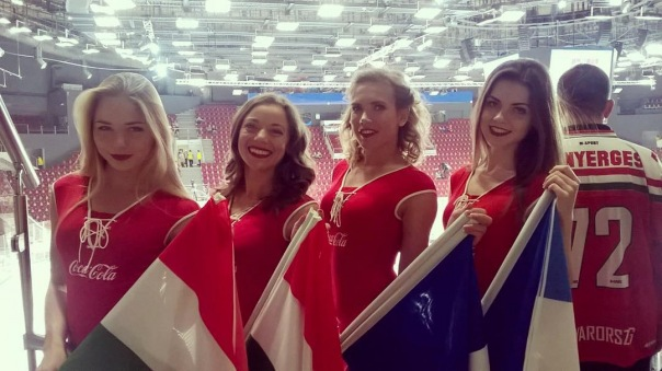 Тренер сборной Швеции по хоккею возмущён петербургскими черлидершами