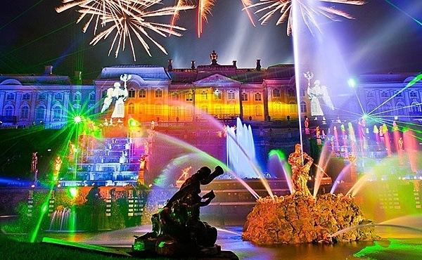 раздник открытия фонтанов в Петергофе