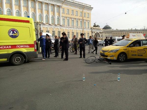 Стали известны подробности ДТП на Дворцовой с такси и велосипедистом