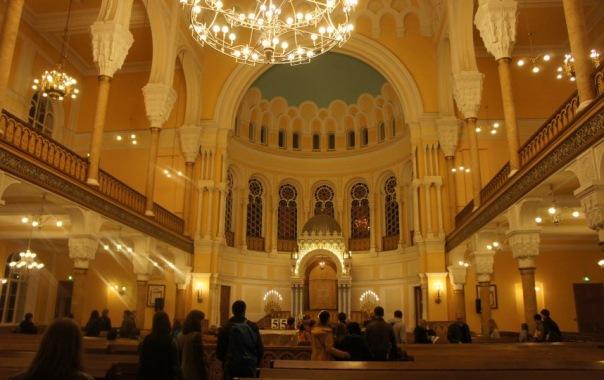 Синагога устроила в Ночь музеев модный показ и танцы
