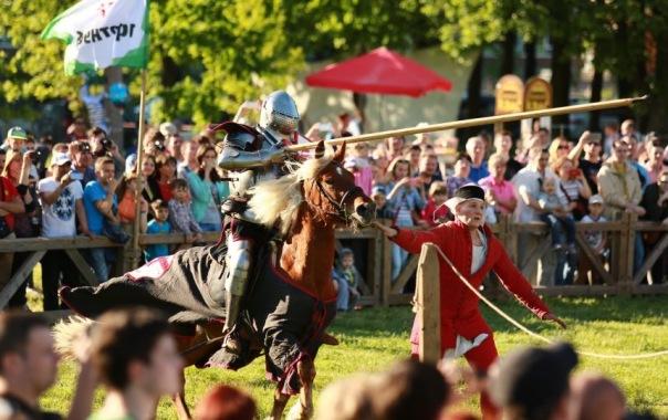 В честь Дня города в Петербурге проведут рыцарский турнир