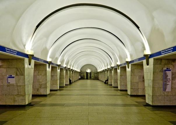 Вход на станцию Проспект Просвещения в Петербурге ограничат почти на 2 месяца