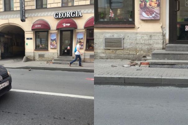 Упавший кусок балкона на Гороховой едва не убил прохожего в Петербурге