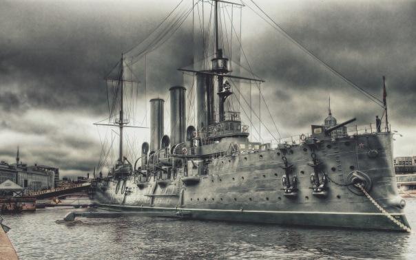 Крейсер Аврора вернётся на стоянку утром 16 июля
