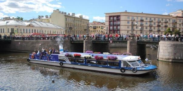 Речной карнавал в Петербурге: на Неве пройдёт парад судов и вальс буксиров