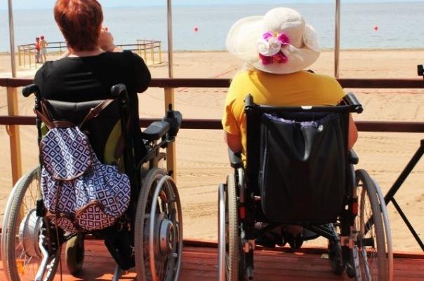 Пляж без границ. В Петербурге открыли первую зону отдыха для инвалидов