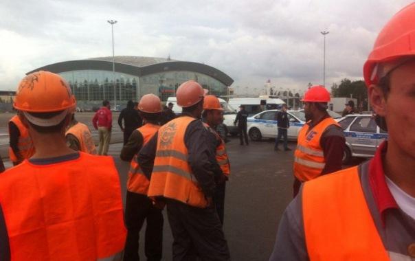 Голодные строители Зенит-Арены вышли на митинг к стадиону