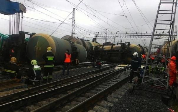 В Петербурге сошли с рельсов пять вагонов с дизельным топливом
