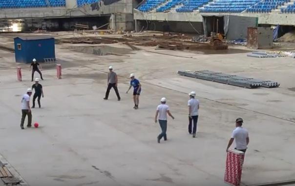 Строители сыграли первый футбольный матч на Зенит-Арене