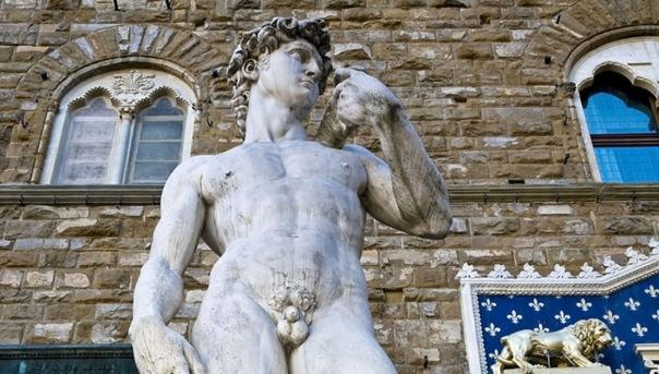 Петербурженка пожаловалась на статую Давида за обнаженку