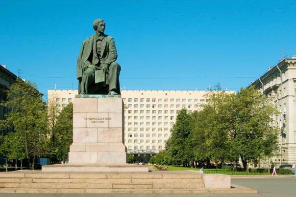 Памятник Н.Г. Чернышевскому увезли на реставрацию