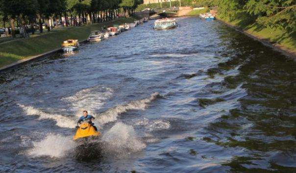 На гидроциклистов в Петербурге ищут управу