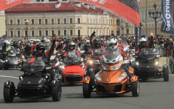 Парад мотоциклов Harley-Davidson прошёл в Петербурге