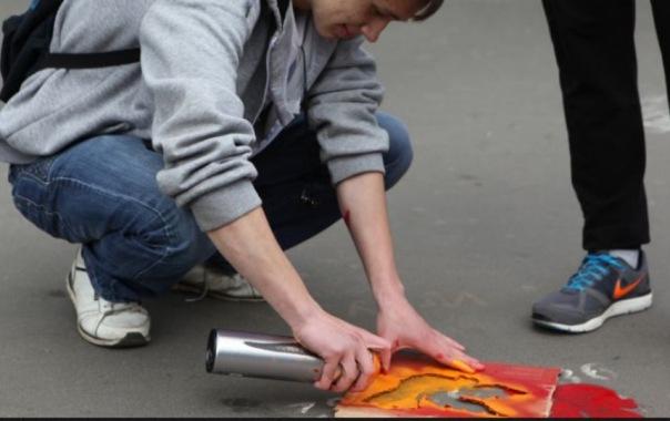 Петербурге рекламу борделей будут выжигать с асфальта