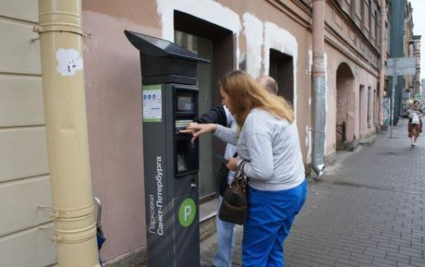 Число платных парковок в Петербурге, которые планируют установить, снизится