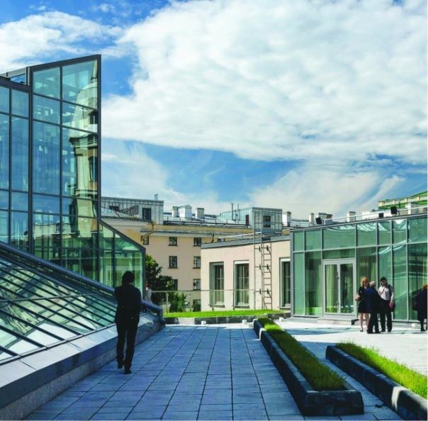 Серия кинопоказов стартует на крыше новой сцены Александринского театра