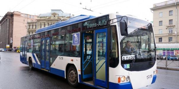 Трамваи и троллейбусы в Петербурге стали мыть чаще