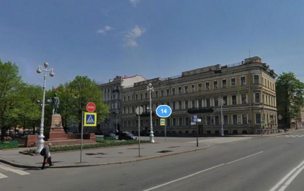 Проезд по Театральной площади в Петербурге будет ограничен до конца года