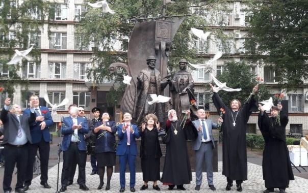Памятник Петру и Февронии открыли в Политехническом университете в Петербурге