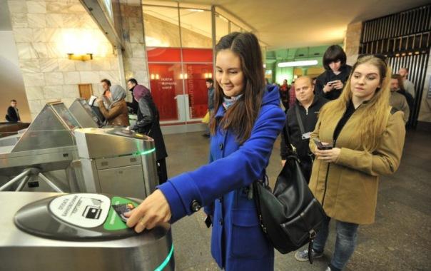 Пассажирам петербургского метро дарили билеты в кино