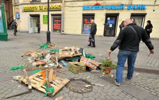Сенную площадь в Петербурге начали зачищать от ларьков