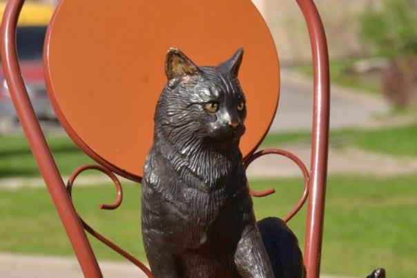 В Петербурге посвятили скульптуру кошкам блокадного Ленинграда