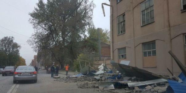 В Петербурге ликвидируют последствия обрушения дореволюционного здания