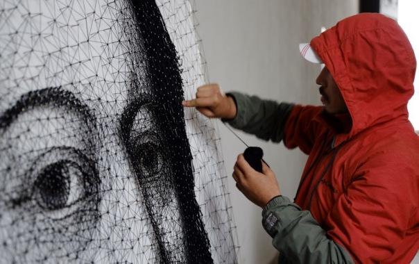 Художник из Кыргызстана создал удивительное панно из гвоздей и ниток