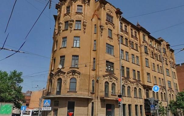 Историческое здание в Петербурге лишилось головы