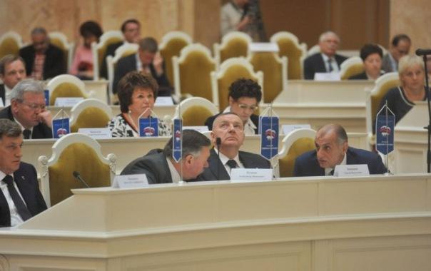 Единороссы забрали почти все руководящие посты в ЗакСе Петербурга