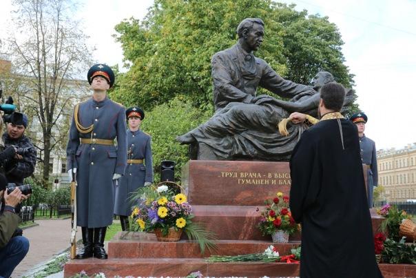 В Петербурге откроют памятник великому хирургу Федору Углову