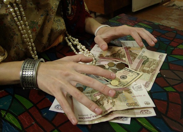 Студентка ГУПа отдала 77 тысяч за снятие порчи