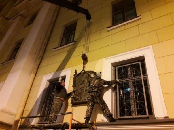 Памятную доску Маннергейму сняли в Петербурге