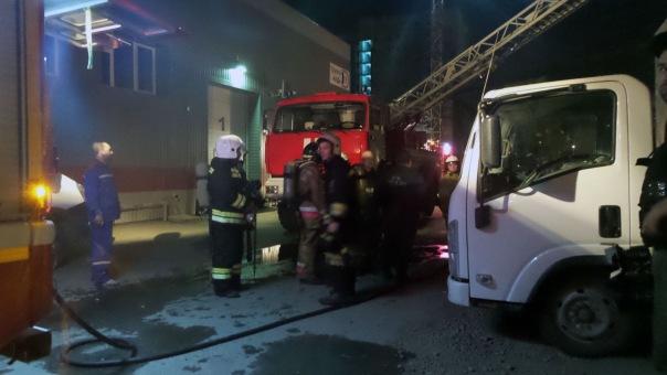 В Выборгском районе пожарные тушили трехэтажное здание