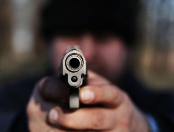 Неизвестный открыл стрельбу у кафе на Невском проспекте