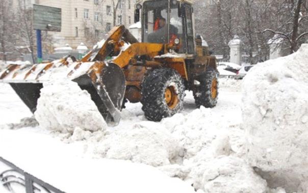 Со снегом в Петербурге выйдут бороться сотни машин и тысячи людей