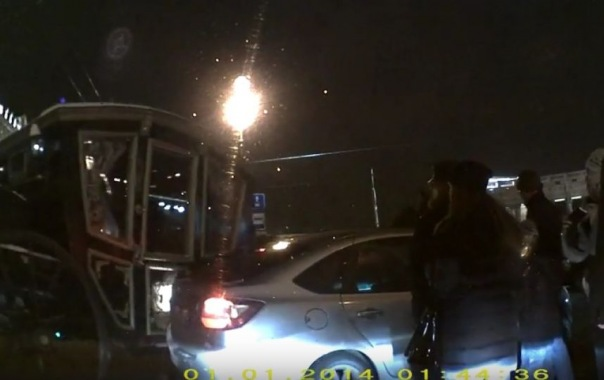 На Невском проспекте карета протаранила автомобиль