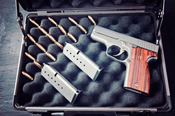 В Пулково пытался улететь пассажир с чемоданом, полным оружия: Это не моё, я нашел