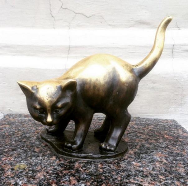 Петербургского котенка Фунтика из бронзы хотели забрать домой